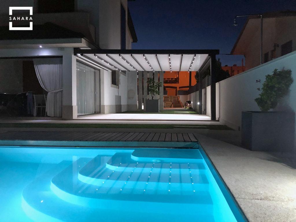 pergola-dakhla-sahara-casa-jardin-piscina-terraza-patio-noche-luces-led