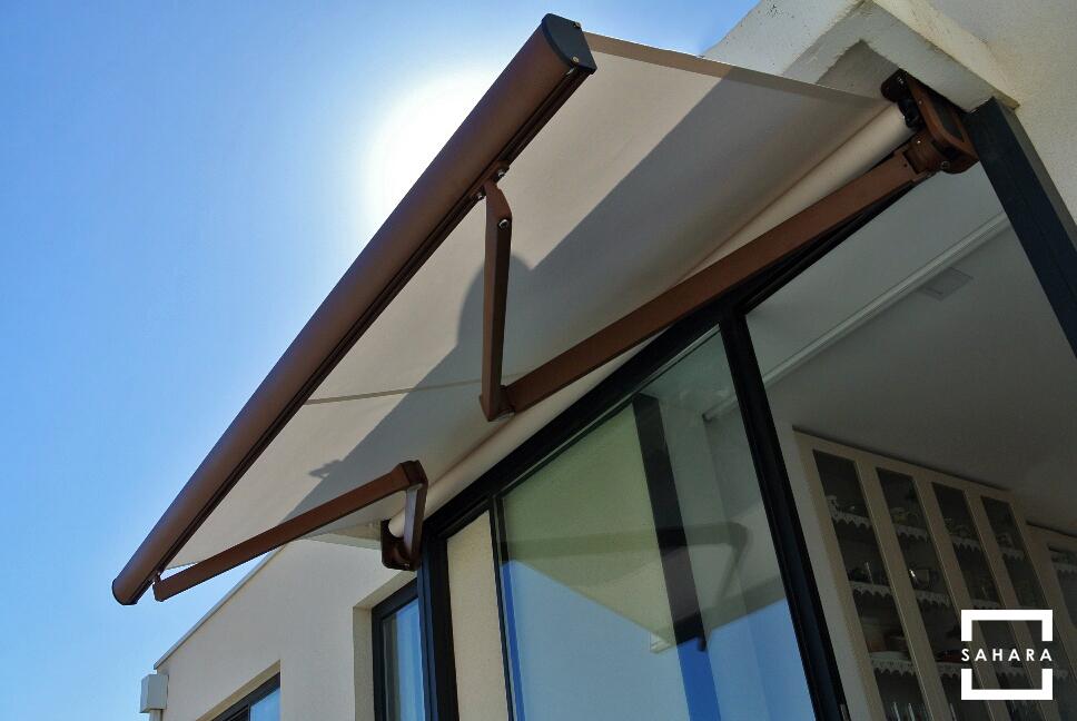 toldo-turpan-extensible-sahara-blanco-casa-sol-sombra-azotea-patio-pared